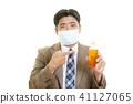 감기에 걸린 남성 41127065