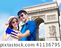couple travel to paris 41136795