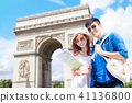 couple travel to paris 41136800