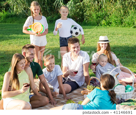Big family picnic 41146691