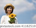 ผู้หญิงกับดอกทานตะวัน 41162510