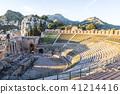 산맥을 보는 타 오르 미나 그리스 극장 41214416
