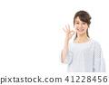 成熟的女人 一個年輕成年女性 女生 41228456