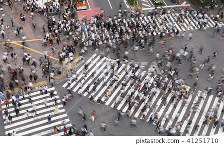 东京的城市景观在涩谷爬行交叉路口等的视图 41251710