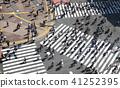 东京的城市景观在涩谷爬行交叉路口等的视图 41252395