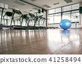 The blue exercise ball placed in the center  41258494
