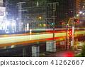 在Akishima駐地附近的平交道口在雨 41262667