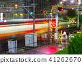 在Akishima駐地附近的平交道口在雨 41262670