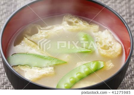 Miso soup with silk shea and fried tofu 26 41275985