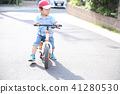 เด็กชายขี่จักรยาน 41280530
