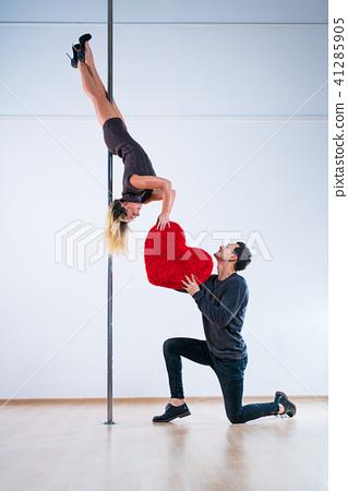 Pole dancers love 41285905