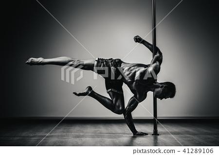 Pole dancing man 41289106