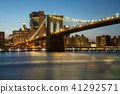 Night view of Brooklyn Bridge and Manhattan 41292571