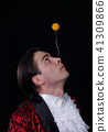 The juggler have a balanse ball on the spoon 41309866