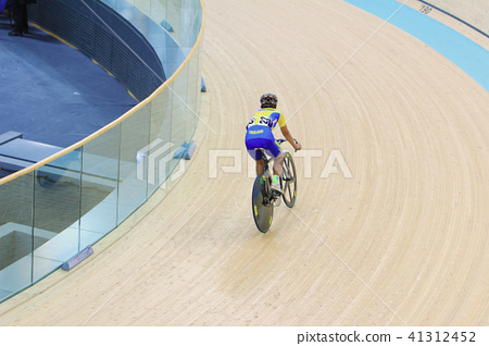 Indoor track cycling 41312452