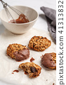 Vegan oatmeal cookies with chocolate  41313832