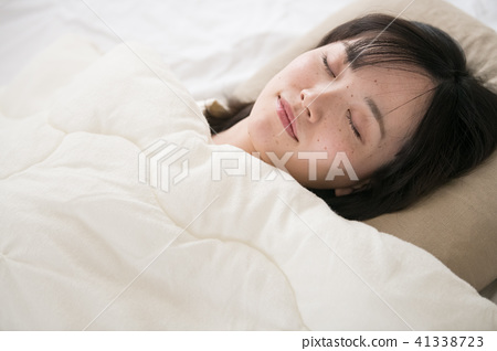 A young Japanese woman sleeping 41338723