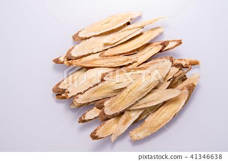 中國傳統中藥材 黃耆 黃芪 白色背景 留空 Astragalus chinese herbal  41346638