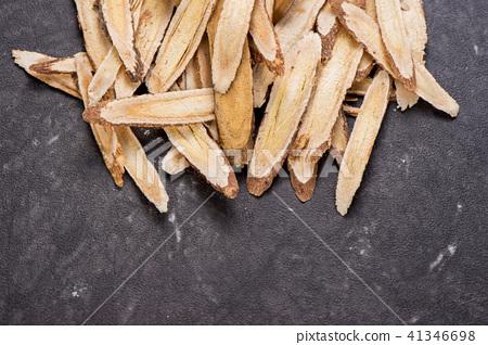 中國傳統中藥材 黃耆 黃芪 石頭背景 留空 Astragalus chinese herbal  41346698