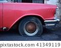 Ame汽車被廢棄的汽車輪胎刺破了 41349119
