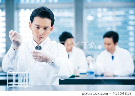 白大褂的男性研究 41354818
