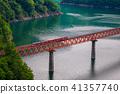 (시즈오카 현) 오이가와 철도 안쪽 덮개 호수 위 역을 출발 한 열차 41357740