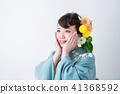기발한 헤어 메이크의 기모노 차림의 여성 41368592