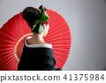 一個穿著和服的女人,帶著奇怪的頭髮妝(假名風格) 41375984