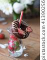 딸기와 초콜릿 도넛 41390256