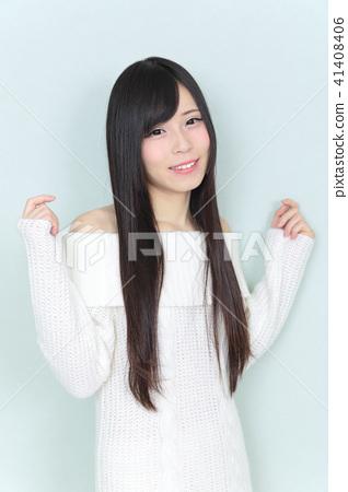 一個年輕成年女性 女生 女孩 41408406