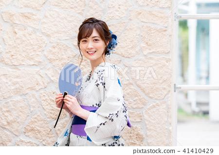 Yukata young lady 41410429