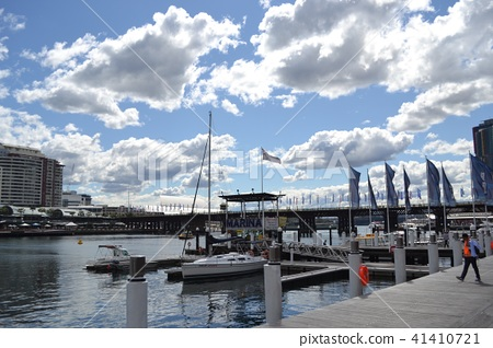 Sydney's seaside and yacht and blue sky 41410721