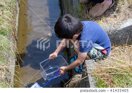 자연 물놀이 여름 방학 곤충 잡기 아이 41435405