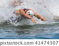 트라이 애슬론 수영 물보라 속에서의 시작 41474307