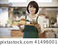 咖啡廳店員女漢堡包 41496001
