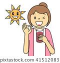 스무디를 마시는 여성 OK 포즈 과일 태양 보라색 아싸 토마토 블루 베리 딸기 41512083