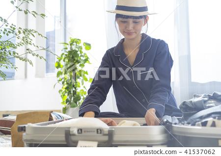 成熟的女人 一個年輕成年女性 女生 41537062