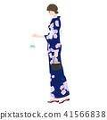 일본의 여름 축제. 금붕어를 손에 잠시 멈춰서는 유카타 차림의 젊은 여성의 일러스트. 41566838