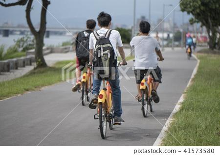 北市河濱公園騎腳踏車 41573580
