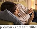 看與躺下的一個少婦睡眠 41609869