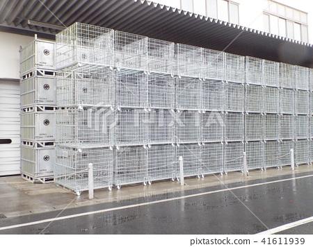 참치 냉동 창고에는 대형 케이지가 사용됩니다 41611939