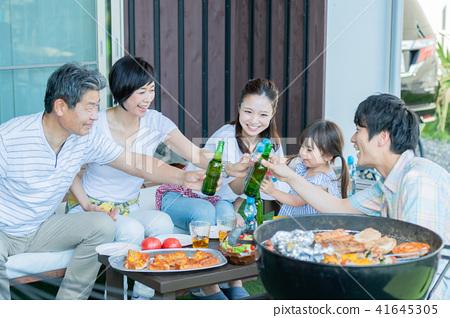 세 가족 식사, 바베큐, 건배 41645305