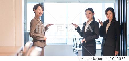 Receptionist 41645322