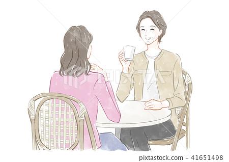 카페에서 대화하는 여성 41651498