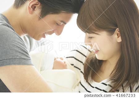 成熟的女人 一個年輕成年女性 女生 41667233