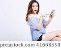 一個年輕成年女性 女生 女孩 41668359