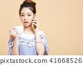 一個年輕成年女性 女生 女孩 41668526