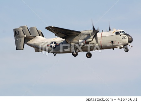 푸른 하늘을 비행하는 미 해군의 항공 모함 함재기 C-2A 그레이하운드 수송기 41675631