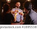 酒吧里的外国工人 41695538