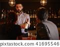 酒吧里的外国工人 41695546